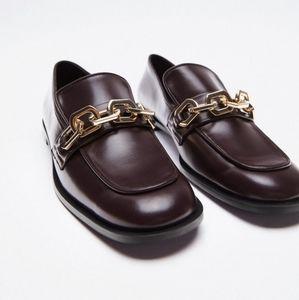 ZARA   Low Heel Chain Detail Loafers